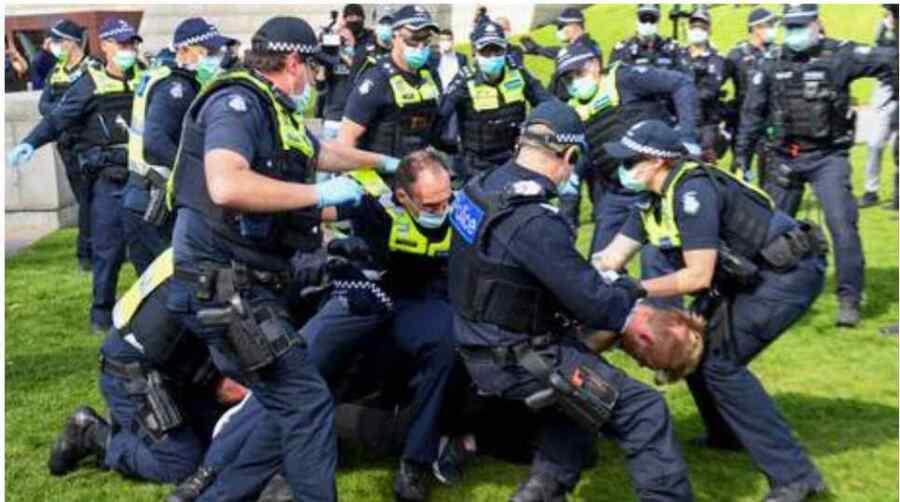 Si la respuesta brutal de Australia a las protestas por el encierro ocurriera en otro lugar, la hipócrita Australia estaría exigiendo sanciones para otros países