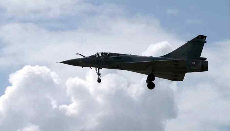 El ejército de Francia busca un misil de entrenamiento que se desprendió de un avión de combate Mirage 2000 durante un ejercicio militar