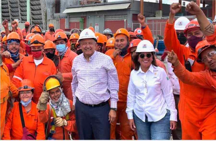 Presidente de México AMLO realiza recorrido de supervisión de refinería en Cadereyta, Nuevo León
