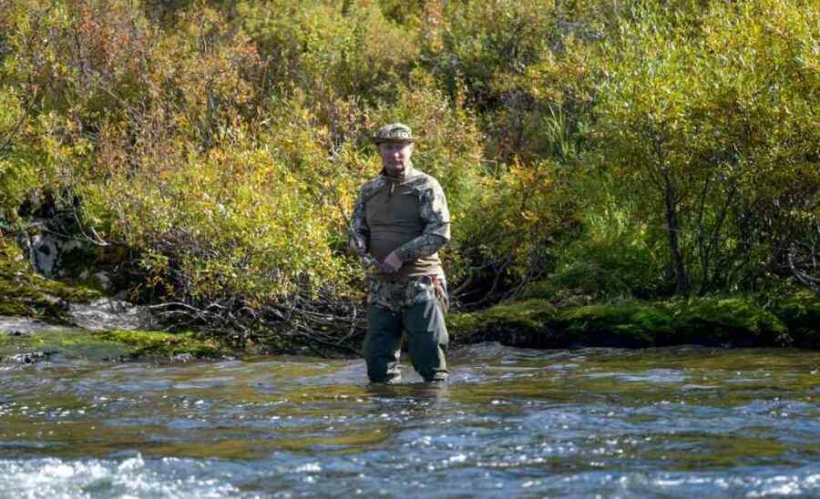 Captado por la cámara: Kremlin publica las fotos del viaje de pesca del Presidente Putin en Siberia