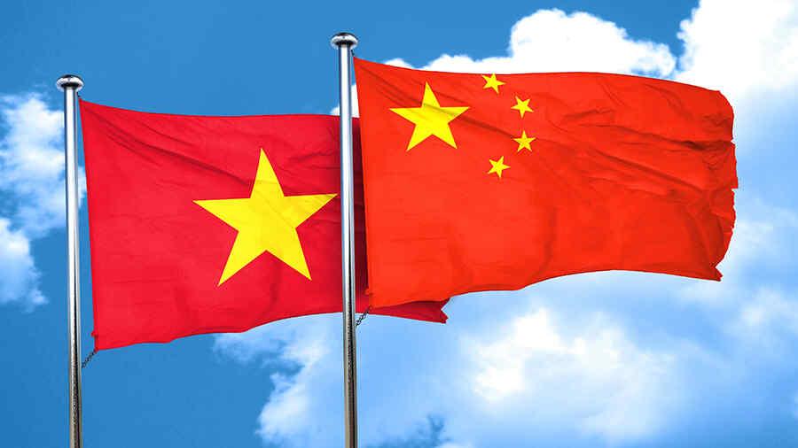 Los Ministros de Relaciones Exteriores de Vietnam y China discutieron el futuro de la asociación estratégica entre los dos países