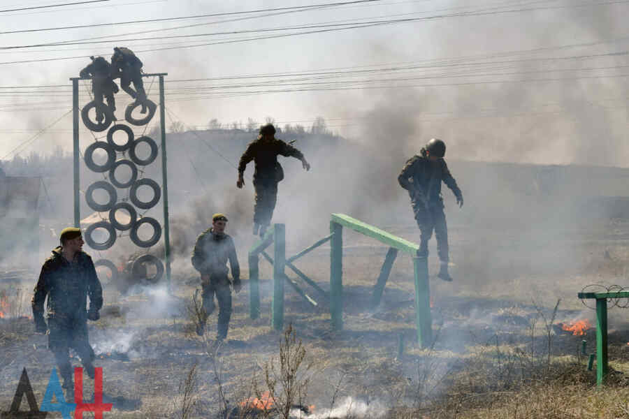 La Milicia Popular de la RPD realizó ejercicios de control de preparación de combate en los campos de entrenamiento