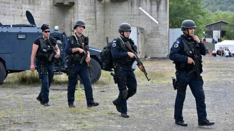 Se informa que la unidad especial de policía de Kosovo fue enviada a la región de mayoría serbia en medio de las protestas