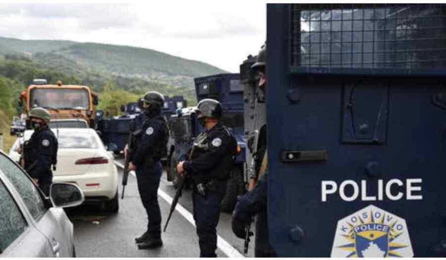 (Video) Se Informa de varios heridos en el enfrentamiento de la policía kosovar con la multitud serbia en los alrededores de Mitrovica en medio de las crecientes tensiones